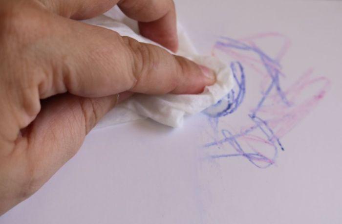 Чем оттереть ручку с обоев
