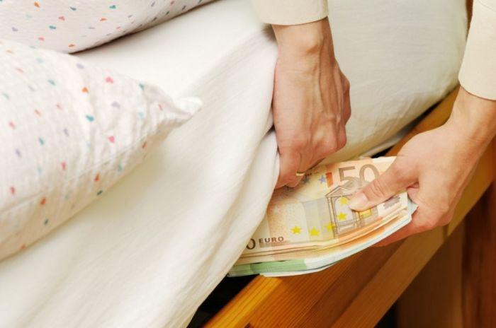 Где спрятать деньги: в квартире, в поездке, от жены