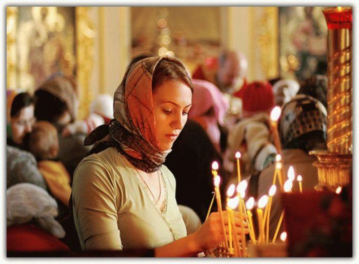 Как правильно креститься православным в церкви