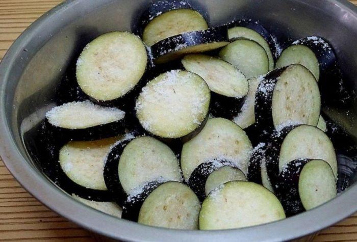 Пожарить баклажаны на сковороде с чесноком