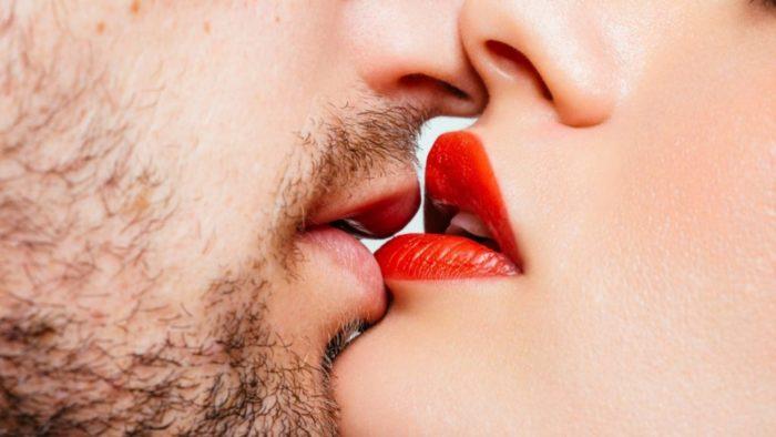Как правильно целоваться в губы