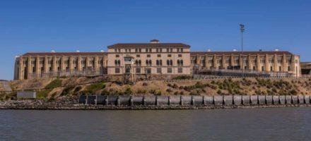 Где находится «Черный дельфин», тюрьма