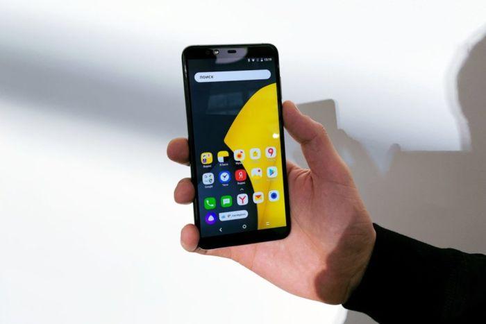 Как наклеить защитное стекло на телефон видео