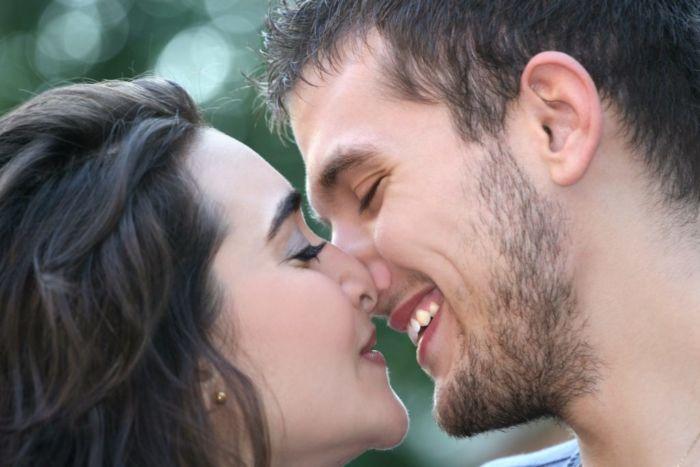 Как научиться целоваться в первый раз