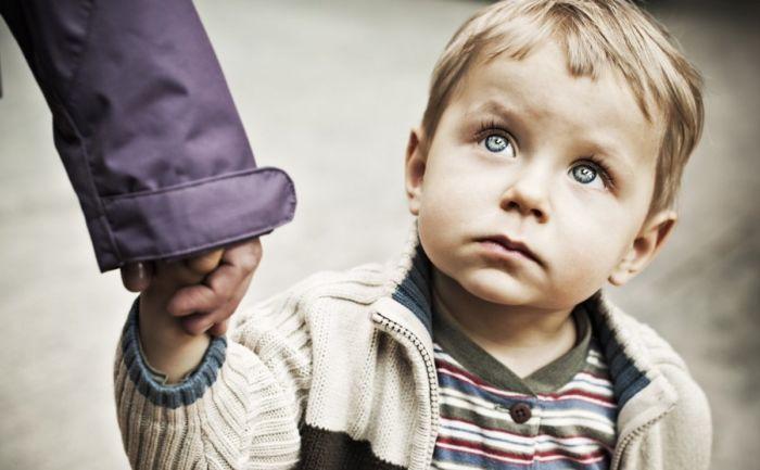 Что делать, если незнакомец пристает к ребенку