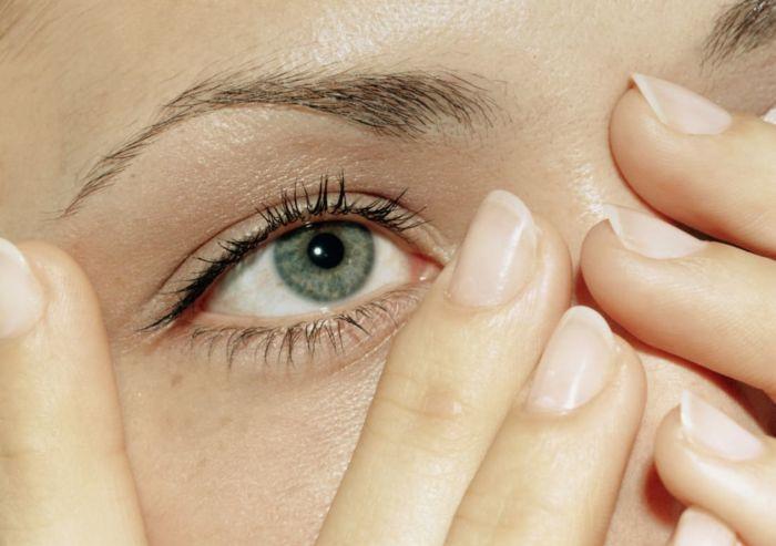Что делать если дергается глаз