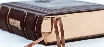 Как правильно читать акафист дома