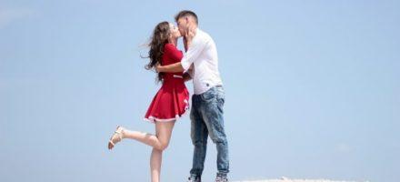 Как научиться целоваться в первый раз с парнем