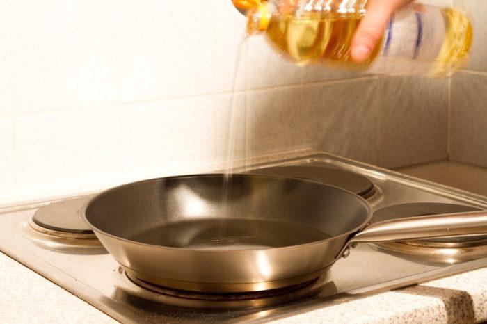 Как правильно жарить картошку на сковороде с корочкой