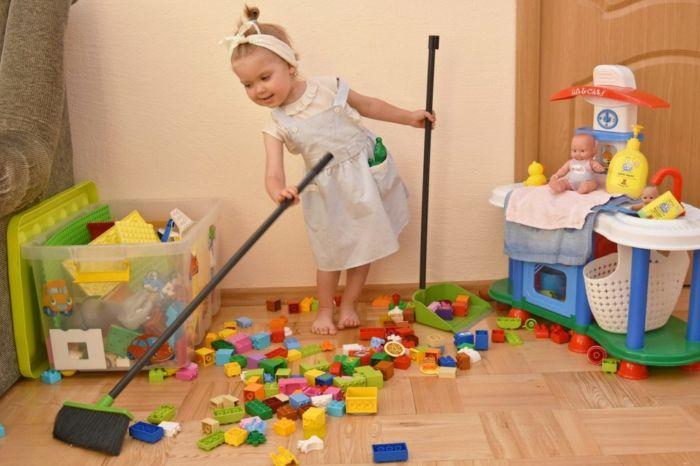 Как приучить ребенка убирать игрушки