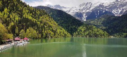 Где находится озеро Рица