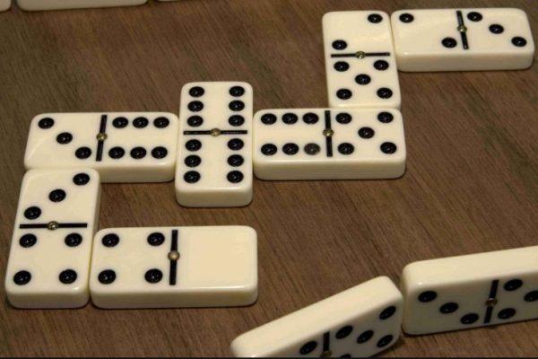 Как играть в домино?