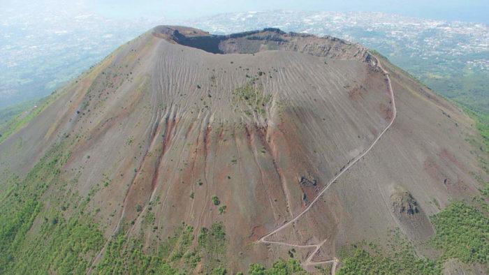 Где находится вулкан Везувий