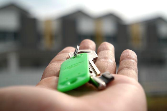 Почему лучше продавать квартиру через агентство недвижимости