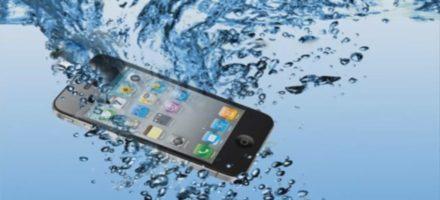 Что делать если уронил телефон в воду