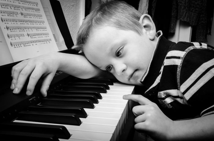 Как научиться играть на синтезаторе