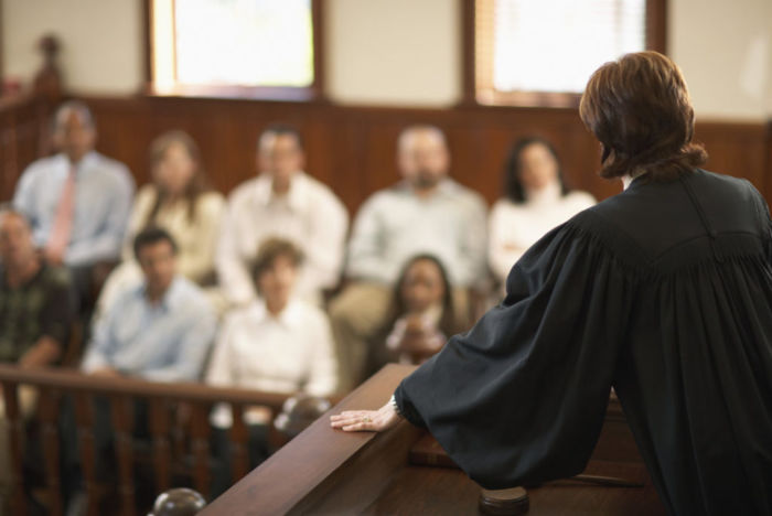 Может ли священнослужитель быть присяжным заседателем