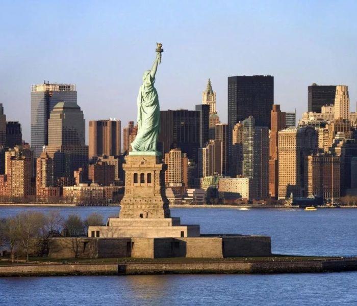 Где находится Статуя Свободы