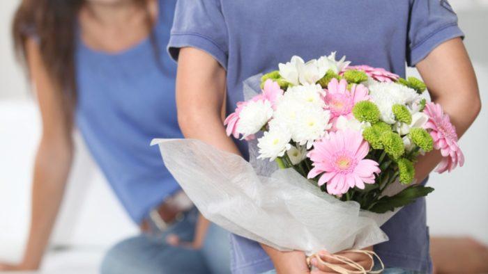 Как правильно выбрать цветы для женщины