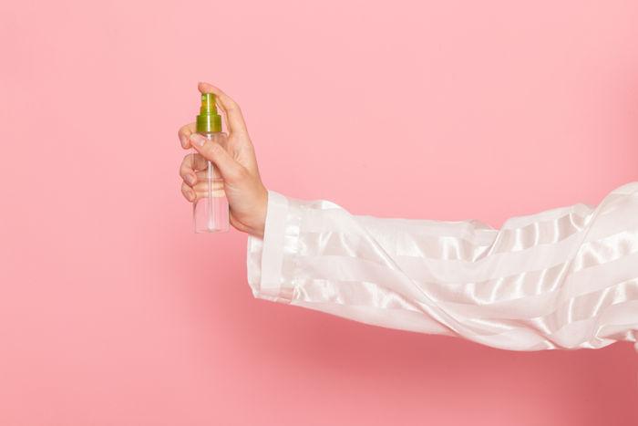 Что такое спреи для макияжа